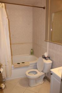 A bathroom at Dominion Hotel