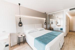 Cama o camas de una habitación en Ibiza Corso Hotel & Spa