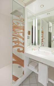 Salle de bains dans l'établissement Mercure Chambéry Centre