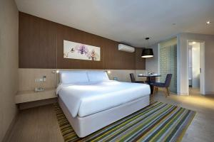 A bed or beds in a room at Oasia Suites Kuala Lumpur by Far East Hospitality