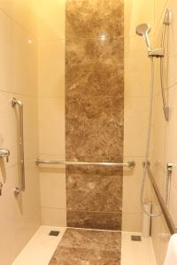 Een badkamer bij DoubleTree By Hilton Jiaxing