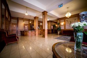 Hol lub recepcja w obiekcie Hotel Nowy Dwór W Zaczerniu