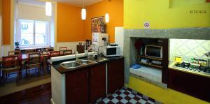 A kitchen or kitchenette at Rossio Hostel