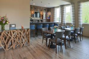 The lounge or bar area at Anchored Inn at Hidden Harbor