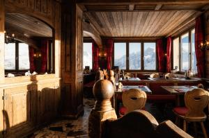 A restaurant or other place to eat at Hotel Schwarzsee