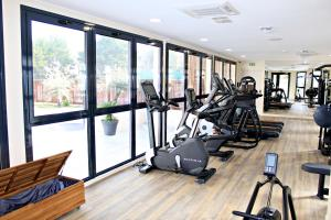 The fitness center and/or fitness facilities at Best Western Marseille Aeroport
