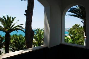 A balcony or terrace at Grande Albergo Miramare