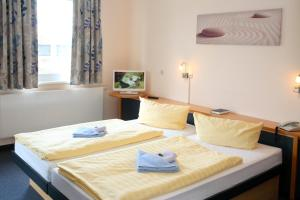A bed or beds in a room at VCH Hotel Greifswald