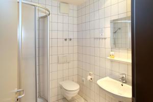 A bathroom at VCH Hotel Greifswald