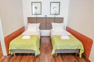 A bed or beds in a room at Apartamenty Velvet