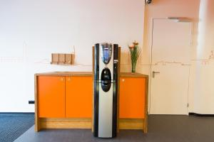 A kitchen or kitchenette at easyHotel The Hague City Centre