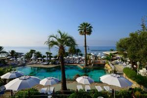 A view of the pool at Royal Hotel Sanremo or nearby