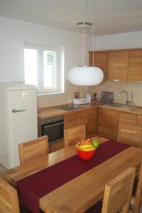 A kitchen or kitchenette at Apartments Toni Sea view