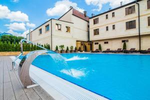 Бассейн в Hayat Spa Hotel или поблизости