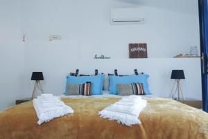 Uma cama ou camas num quarto em Quinta São José - Museu do Triciclo