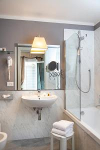 A bathroom at Hotel Rapallo