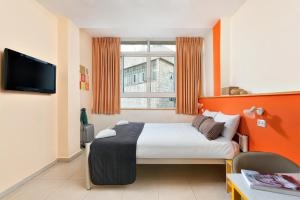 A bed or beds in a room at Abraham Hostel Jerusalem