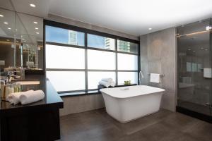 A bathroom at DoubleTree by Hilton Santiago - Vitacura