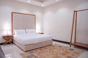 Cama ou camas em um quarto em Malfakum Apartment Hotel