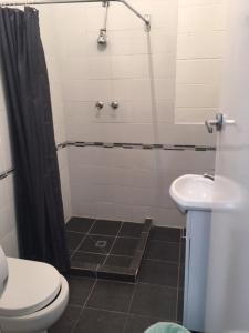 A bathroom at Port Adelaide Backpackers