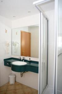 A bathroom at Zum Alten Fritz