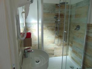A bathroom at Mio & Tuyo