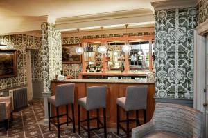 The lounge or bar area at Cavendish Hotel