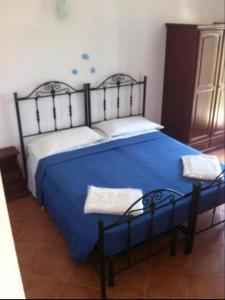 A bed or beds in a room at B&B Sandalia
