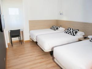 Cama o camas de una habitación en Hotel Restaurante Cadosa