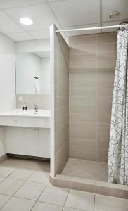 Et badeværelse på Fjelsted Skov Hotel & Konference