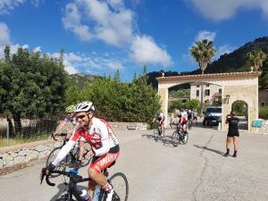 Radfahren an der Unterkunft Monnaber Nou Finca Hotel & Spa oder in der Nähe