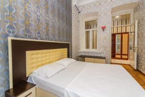 Cama ou camas em um quarto em Three Rooms Apartment on Nizami Street