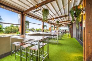 A restaurant or other place to eat at Narrabeen Sands Hotel by Nightcap Plus