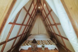 A bed or beds in a room at Lampara Siargao Boutique Hostel