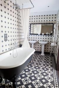 A bathroom at Boundary London