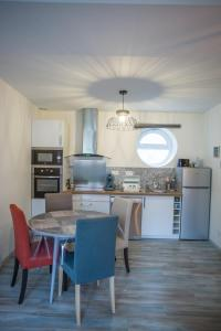 A kitchen or kitchenette at Cap Canche