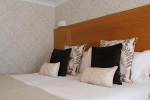 A bed or beds in a room at Appleby Manor Hotel & Garden Spa