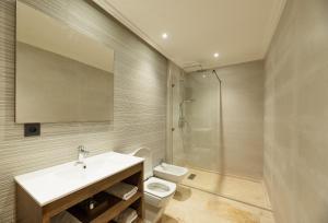 حمام في Avenue Suites