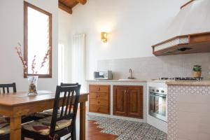 A kitchen or kitchenette at B&B Ai Tintori