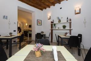 A restaurant or other place to eat at B&B Ai Tintori