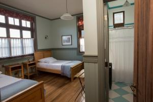 A bed or beds in a room at Estancia 440 Hotel Boutique