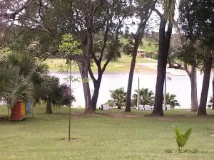 Um jardim em Hotel Berro D´Agua