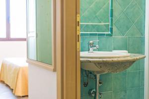 A bathroom at Albergo Residenziale Gli Ontani