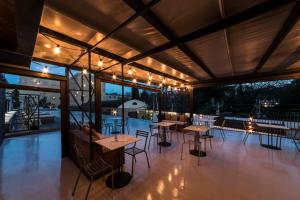 A restaurant or other place to eat at Horti 14 Borgo Trastevere