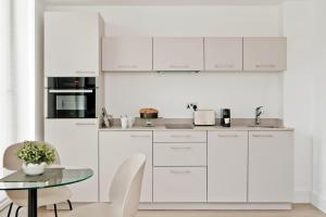 A kitchen or kitchenette at The Chronicle by Supercity Aparthotels