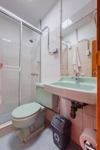A bathroom at Hostal R10