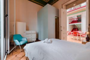 A bed or beds in a room at Hostal R10