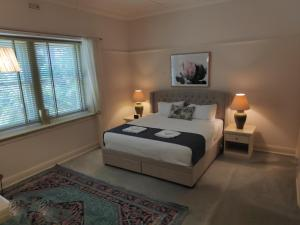 A bed or beds in a room at Lake House Benalla