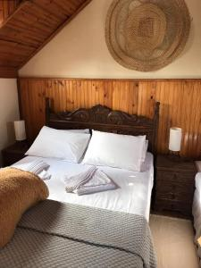 A bed or beds in a room at Caminho das Lavras