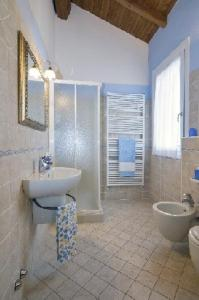 A bathroom at Agriturismo Alla Casella